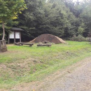 Sportplatz/Hügelgräber